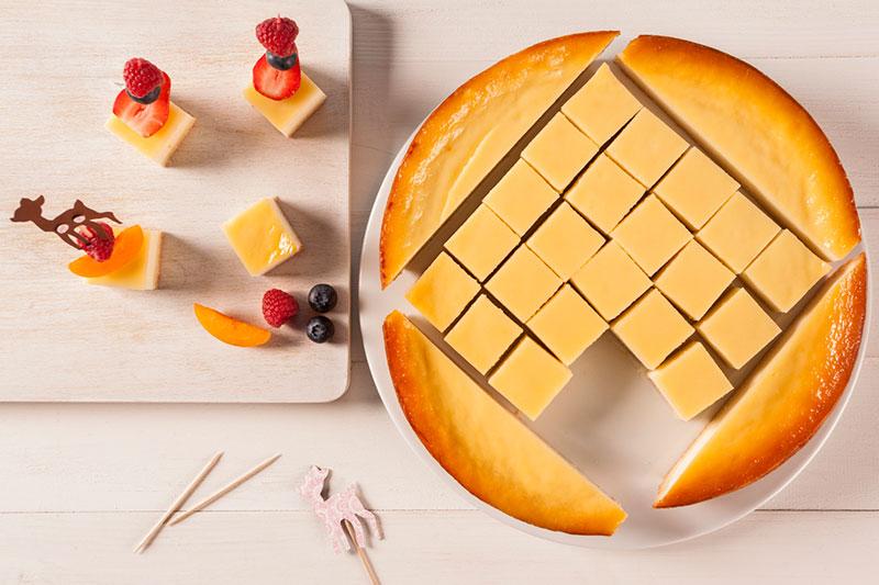Zubereitung Kuchenstücke mit Fruchtspießen