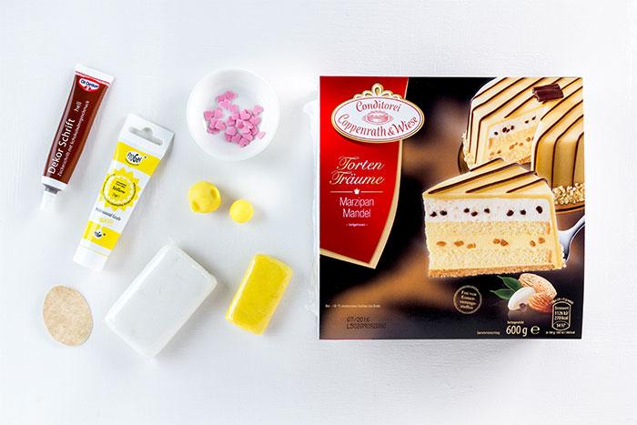 Zutaten für Torte zu Ostern mit niedlichen Küken dekoriert