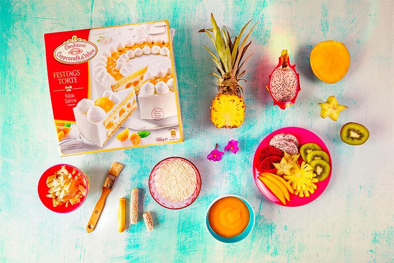 Zutaten für fruchtige Torte mit Kokosnuss und Keksröllchen