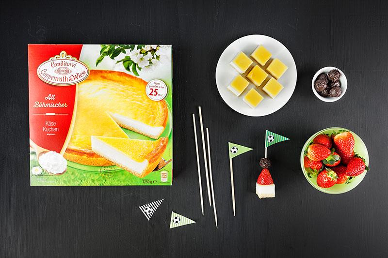 Zutaten für Mini-Kuchenspieße als Fußballkuchen mit Deko