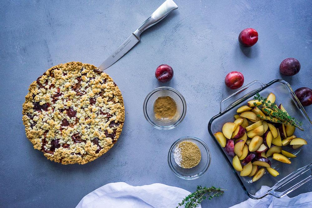 Zutaten für Pflaumenkuchen als weihnachtliche Desserts zum Selbermachen