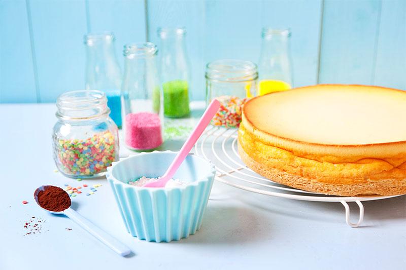Zutaten zum Kuchen Dekorieren mit Schablone und Co.