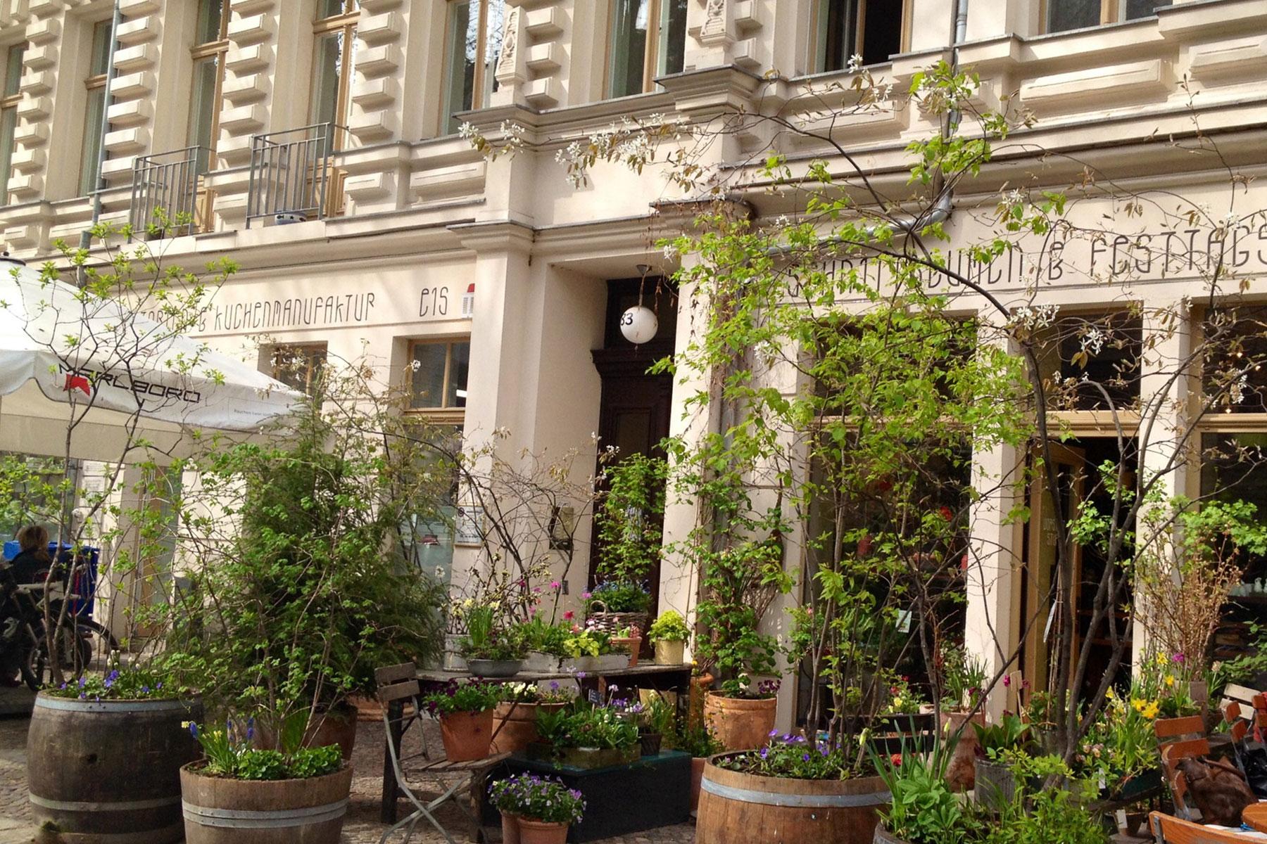 Cafe Anna Blume in Berlin wunderschön dekoriert