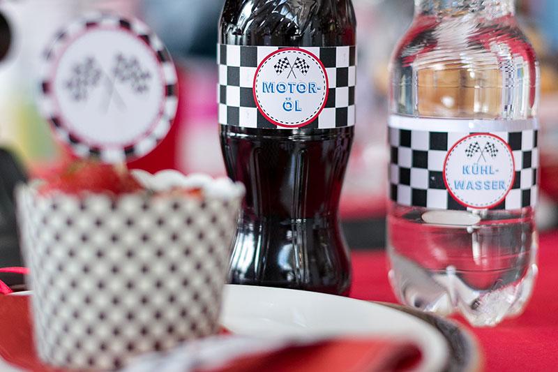 Getränke als Deko für Kindergeburtstag verzieren