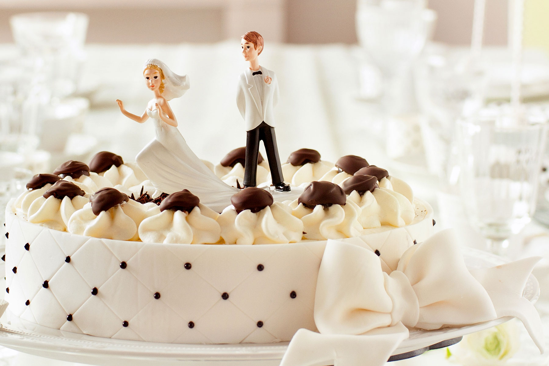 Hochwertige Hochzeitstortenfiguren lustig als Dekoration von Torten und Co.