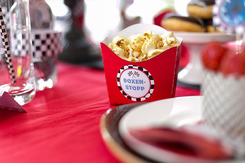 Popcorn in Boxen als Kindergeburtstag Dekoration selber basteln