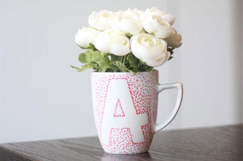 Tasse bemalen mit Buchstaben Anleitung und Ideen zum selber basteln und gestalten