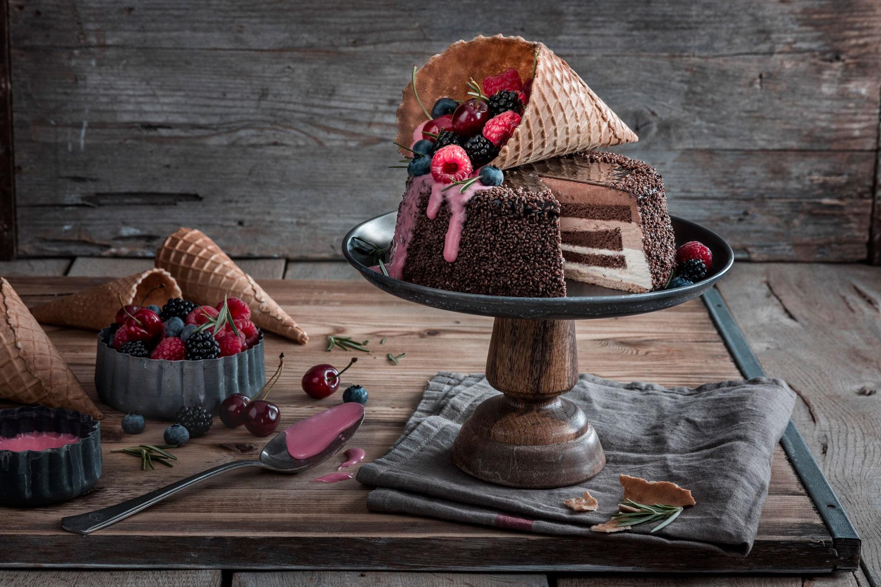 Eiswaffel-Torte mit Beeren - ein echter Augenschmaus