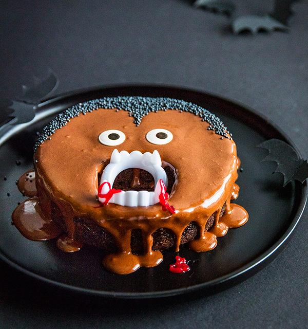 Kinderparty zu Halloween? Dieser Vampir-Kuchen ist perfekt! 9