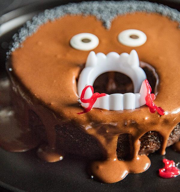 Kinderparty zu Halloween? Dieser Vampir-Kuchen ist perfekt! 11