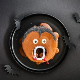 Kinderparty zu Halloween? Dieser Vampir-Kuchen ist perfekt! 12