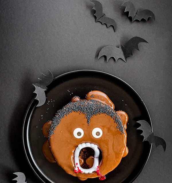 Kinderparty zu Halloween? Dieser Vampir-Kuchen ist perfekt! 5