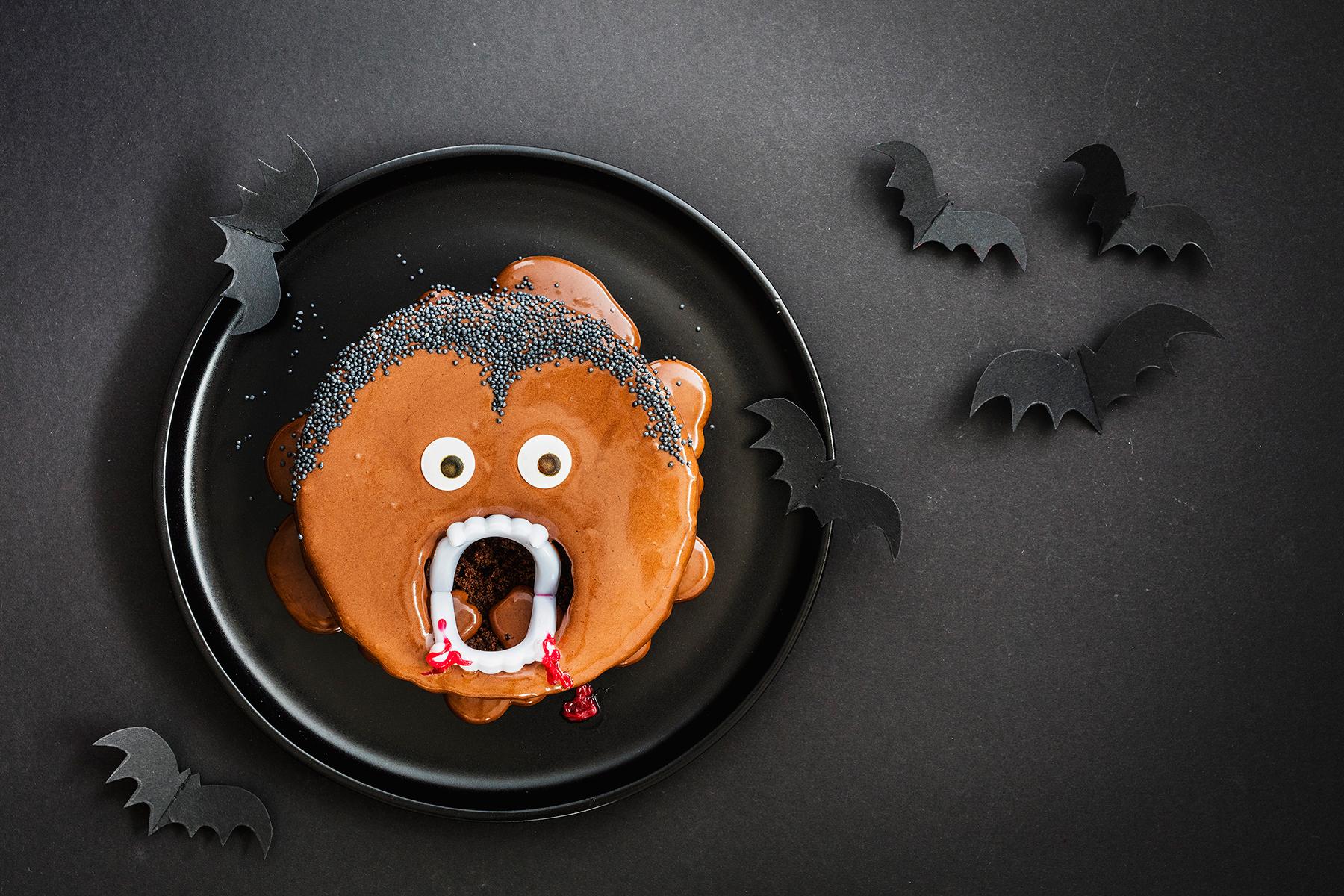 Kinderparty zu Halloween? Dieser Vampir-Kuchen ist perfekt!