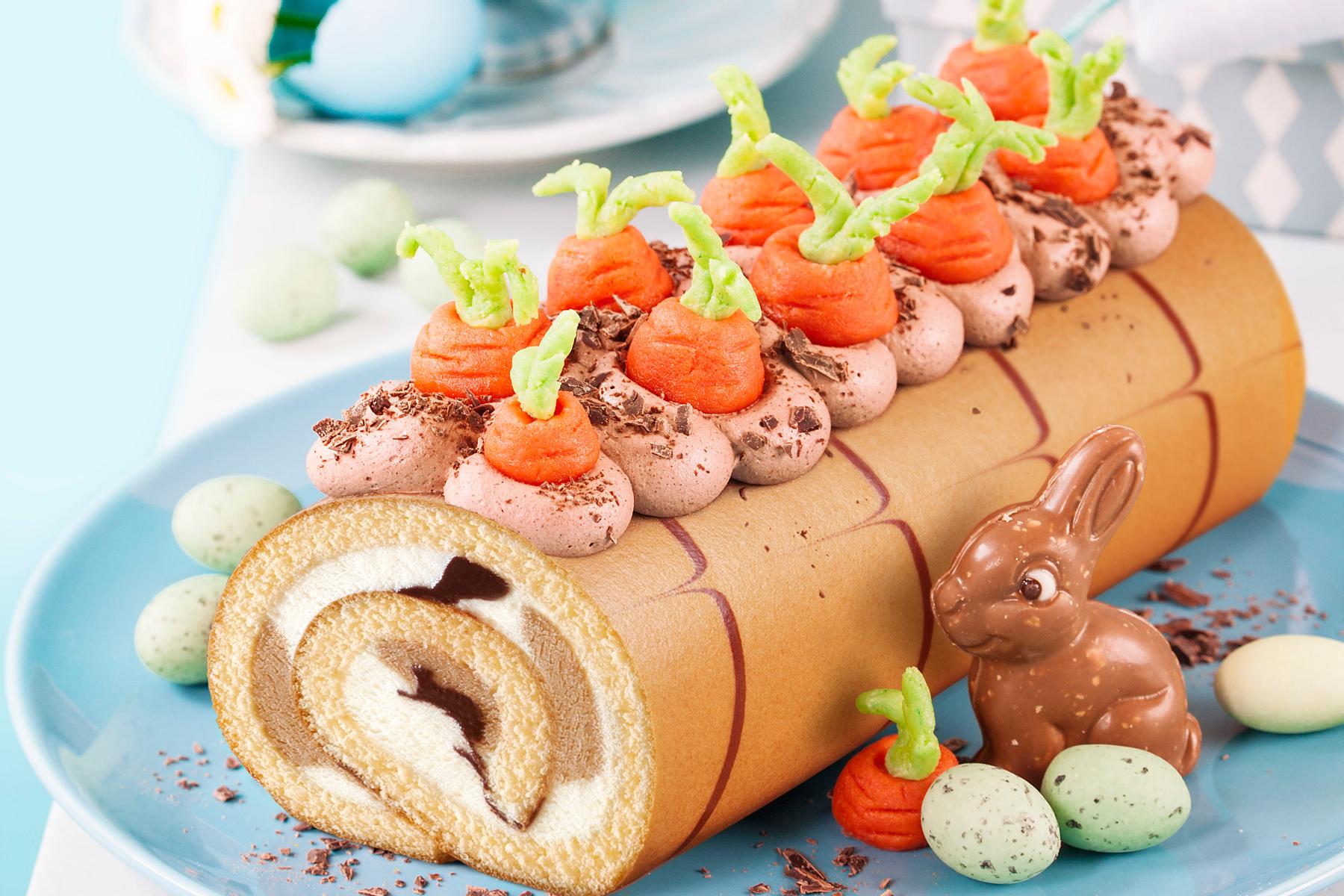 Biskuitrolle mit Möhren dekorieren