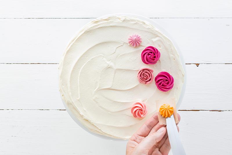 Buttercremerosen - stilvoll und einfach als Tortendeko! 7