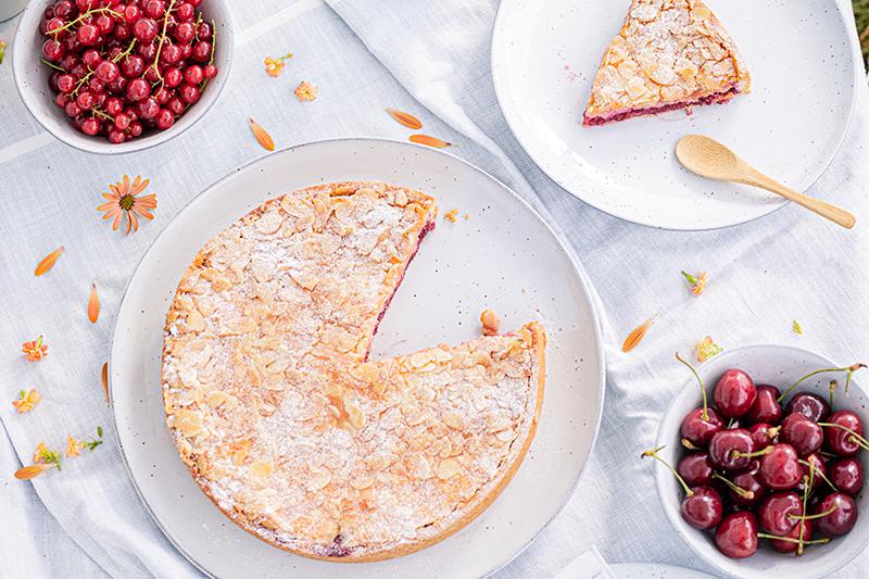 Passendes Picknick-Rezept: Kirsch-Mandelkuchen mit Beerentopping 19