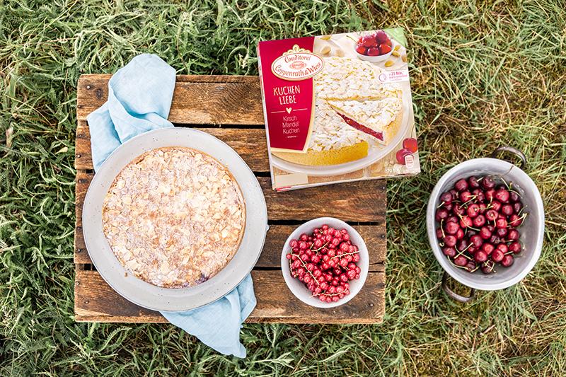 Passendes Picknick-Rezept: Kirsch-Mandelkuchen mit Beerentopping 27