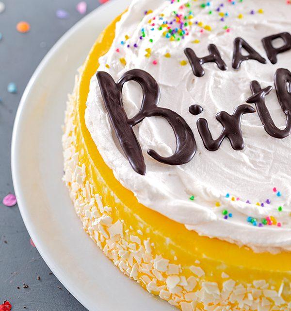 Geburtstagstorte mit DIY-Lettering-Schriftzug 12