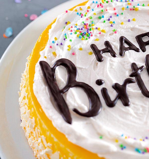 Geburtstagstorte mit DIY-Lettering-Schriftzug 13