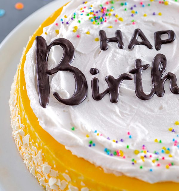 Geburtstagstorte mit DIY-Lettering-Schriftzug 14