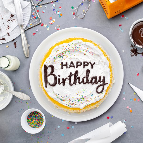 Geburtstagstorte mit DIY-Lettering-Schriftzug 1