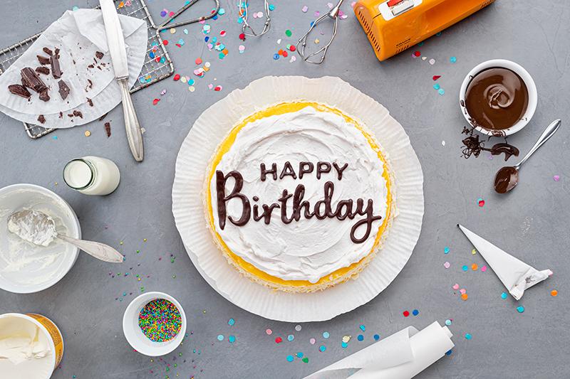 Geburtstagstorte mit DIY-Lettering-Schriftzug 22