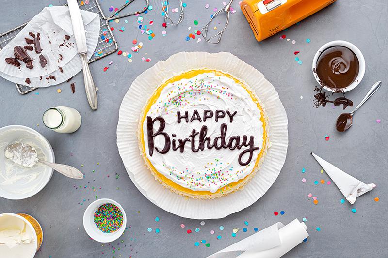 Geburtstagstorte mit DIY-Lettering-Schriftzug 23