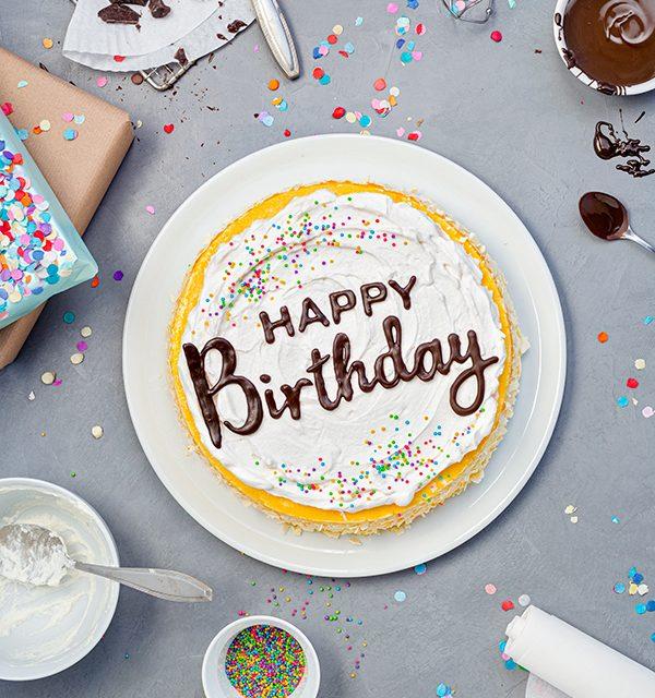Geburtstagstorte mit DIY-Lettering-Schriftzug 2