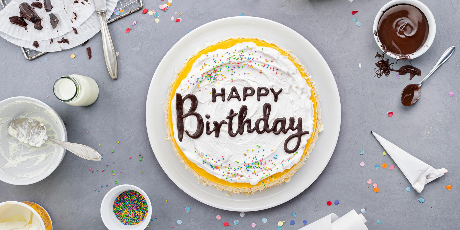 Geburtstagstorte mit DIY-Lettering-Schriftzug