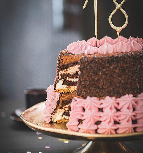 Torte zum 18. Geburtstag: Schokoladentorte mit Wunderkerzen 18