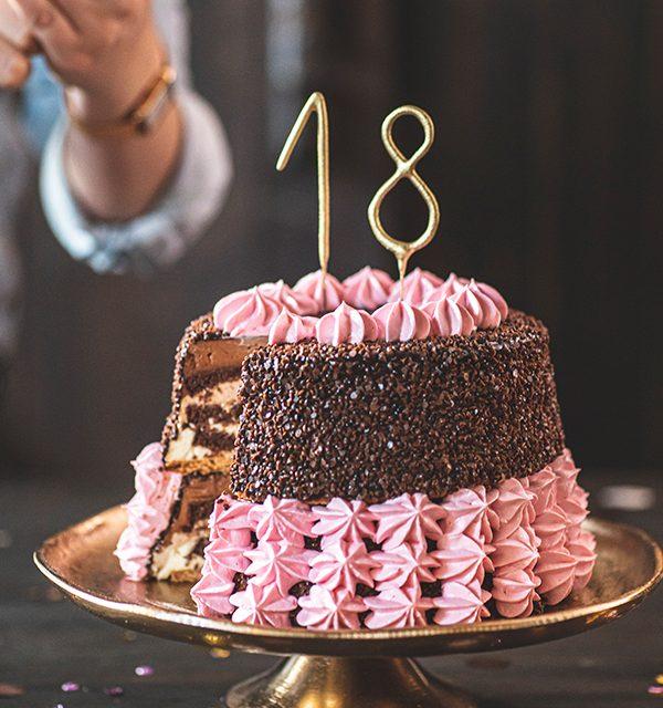 Torte zum 18. Geburtstag: Schokoladentorte mit Wunderkerzen 32