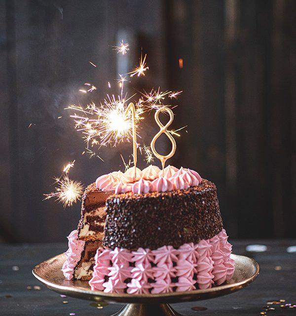 Torte zum 18. Geburtstag: Schokoladentorte mit Wunderkerzen 33