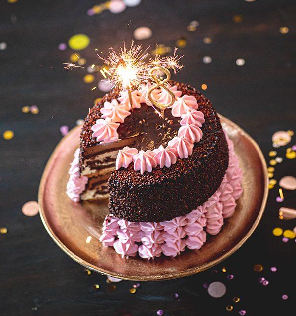 Torte zum 18. Geburtstag: Schokoladentorte mit Wunderkerzen 38
