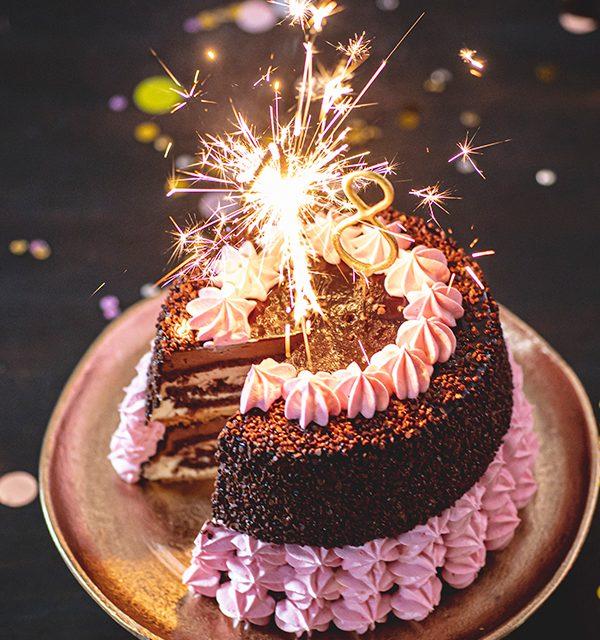 Torte zum 18. Geburtstag: Schokoladentorte mit Wunderkerzen 39