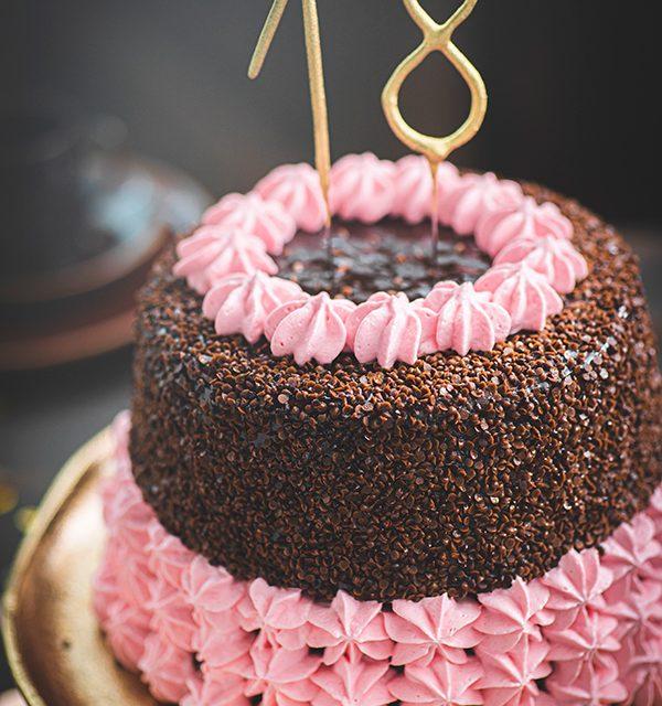 Torte zum 18. Geburtstag: Schokoladentorte mit Wunderkerzen 7