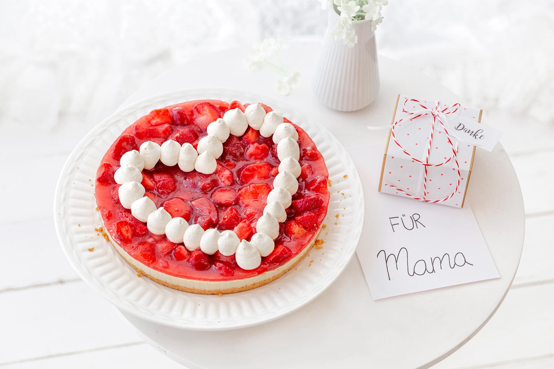 Zum Muttertag: Erdbeerkuchen mit Herz 1