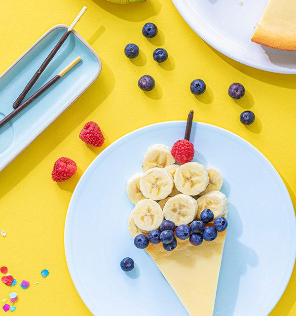 Kreatives Essen für Kinder: Eistüte aus Käsekuchen und Obst 10