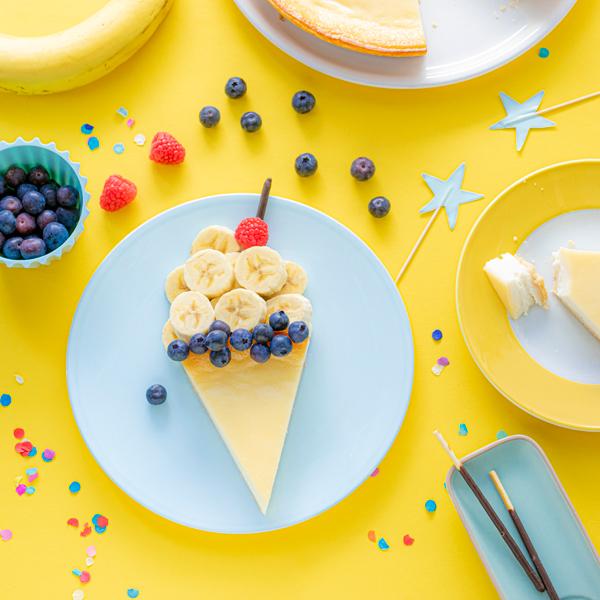 Kreatives Essen für Kinder: Eistüte aus Käsekuchen und Obst 1