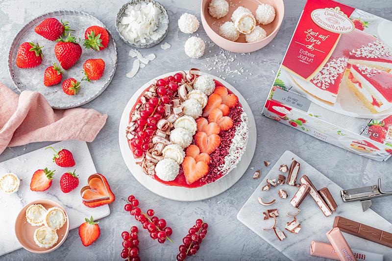 Erdbeer-Torte mit Raffaello 9