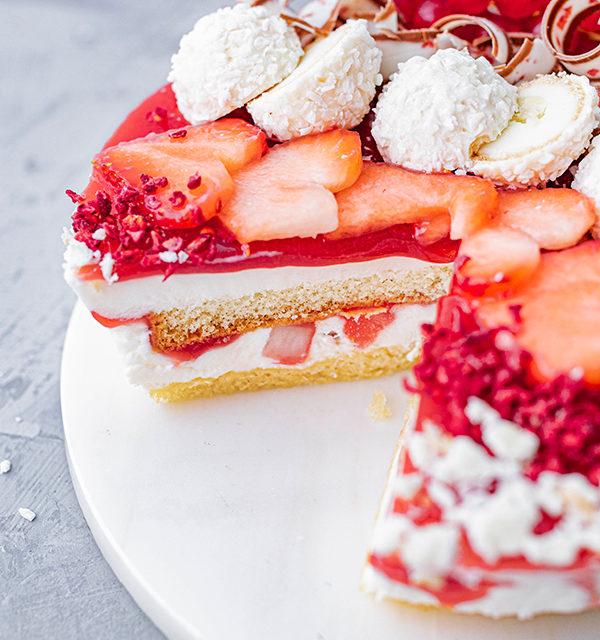 Erdbeer-Torte mit Raffaello 39