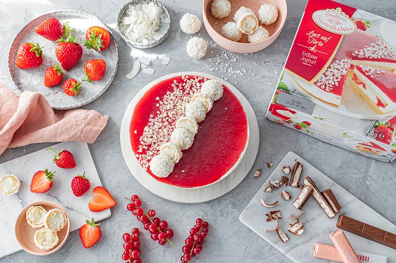 Erdbeer-Torte mit Raffaello 4
