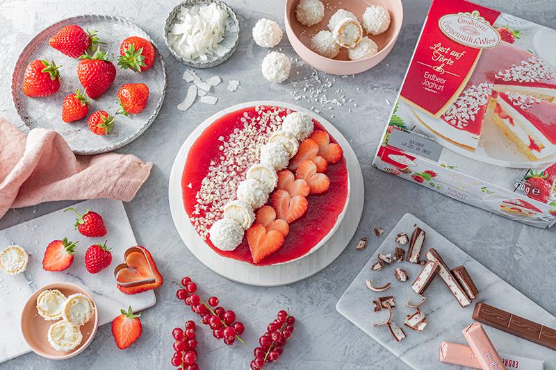 Erdbeer-Torte mit Raffaello 5