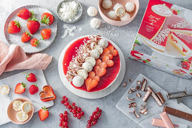 Erdbeer-Torte mit Raffaello 6