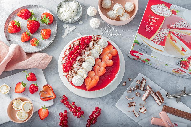 Erdbeer-Torte mit Raffaello 7