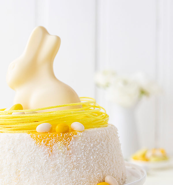 Batida de Côco-Torte mit Osterdekor 15