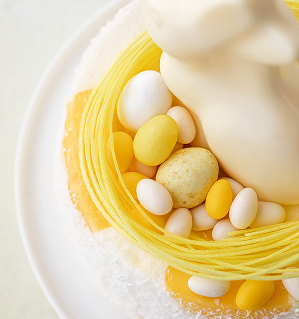 Batida de Côco-Torte mit Osterdekor 23