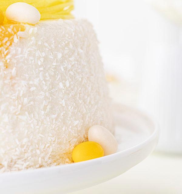 Batida de Côco-Torte mit Osterdekor 27